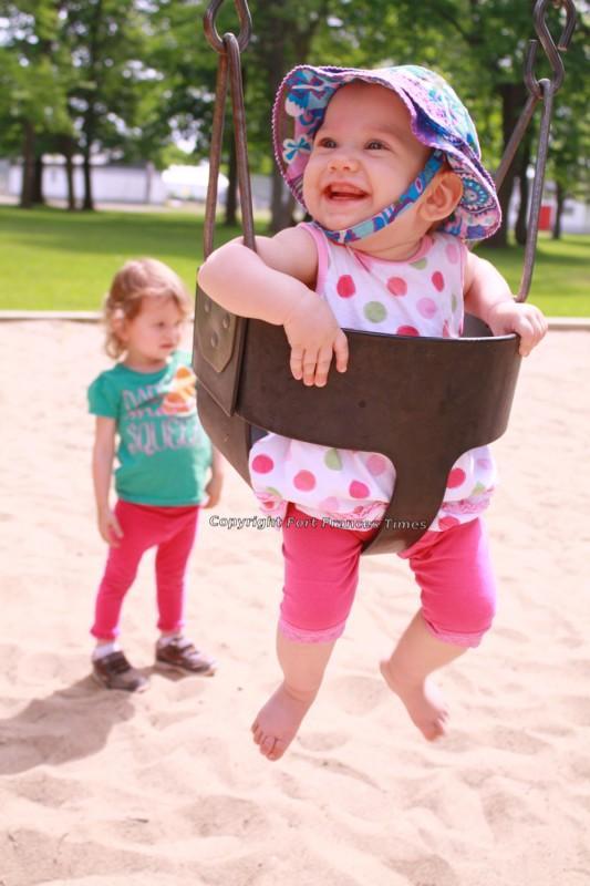 kid-in-swing