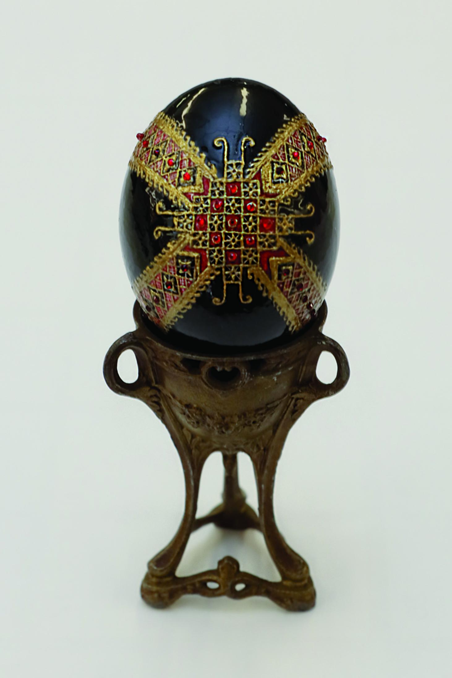 Message behind decorative Easter Egg